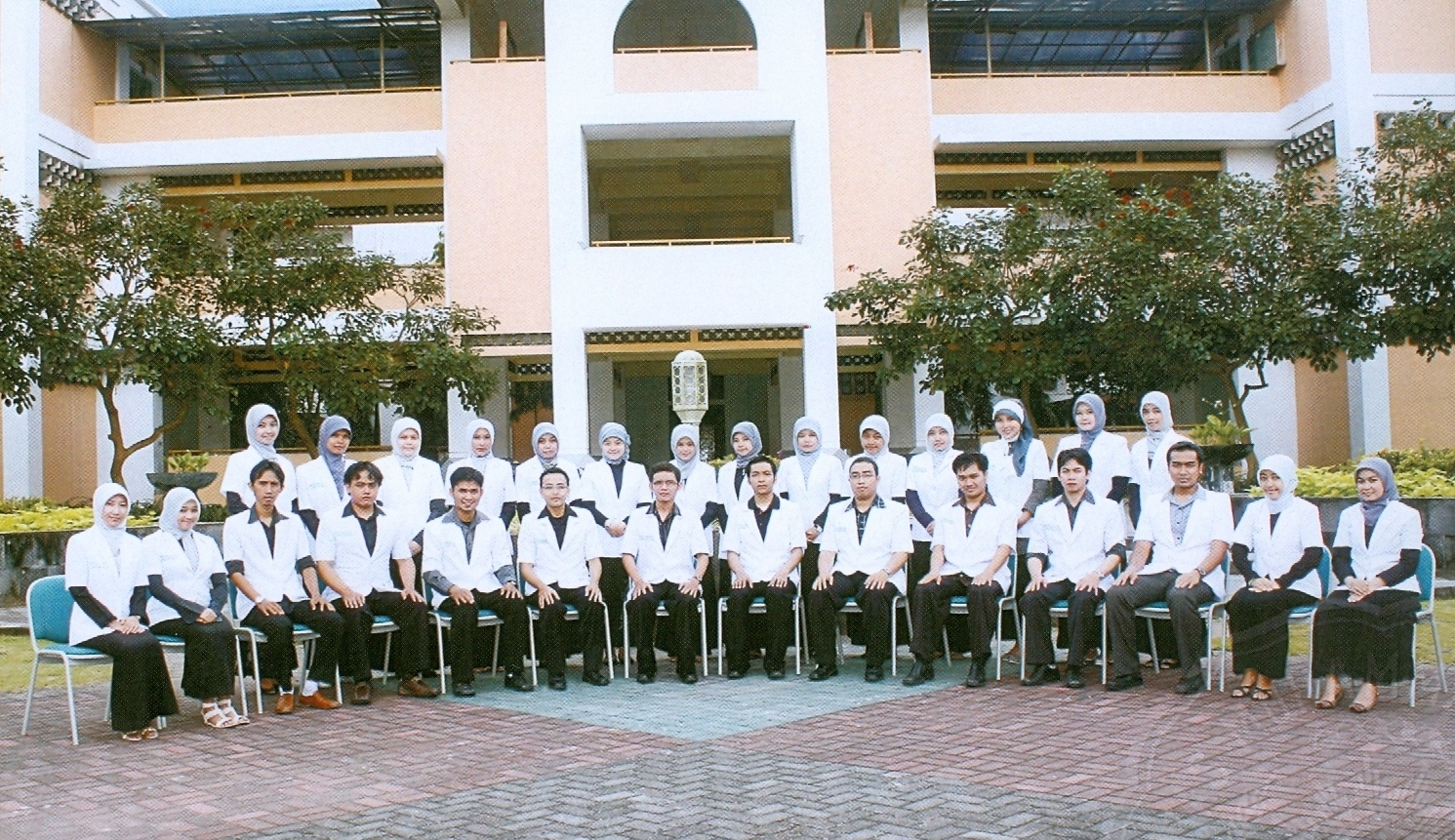 dokter gigi angkatan pertama. Dalam acara ini terdapat 30 dokter ...
