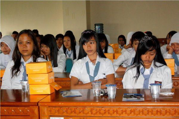 Sejumlah siswa SMAN 1 Gedung Aji, Lampung mendengarkan paparan dari perwakilan Fakultas Hukum UMY.