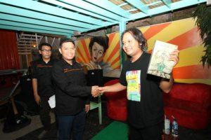 Tim Penulis dan Fajar Junaedi (Penulis kata pengantar) buku Believe in Telievisi, saat peluncuran bukunya di Playground Cafe Yogyakarta.